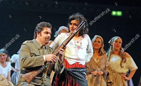 'Carmen' opera - John Hudson ( Don Jose ) and Victoria Simmonds ( Carmen )