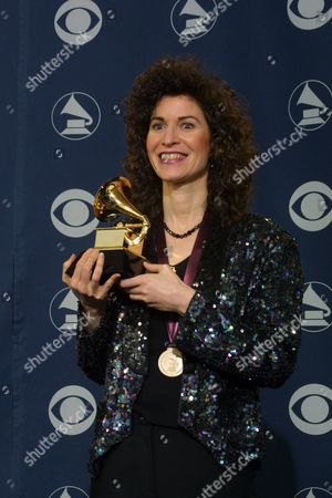 2/21/01 Los Angeles, CA Winner Best Instrumental Soloist Performance (without orchestra) Sharon Isbin in the deadline room at the 43rd Annual GRAMMY Awards. Photo by Alberto Rodriguez ® Berliner Studio/BEImages