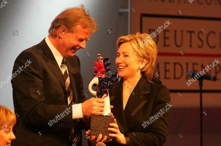 Gastgeber Karlheinz Kogel and Hillary Clinton