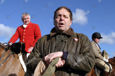 Editorial photo of THE CAMBRIDGESHIRE AND ENFIELD CHACE HUNT, HERTFORDSHIRE, BRITAIN - 19 FEB 2005