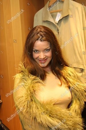 03/21/01 Beverly Hills, CA The third annual unofficial Oscar ballot cocktail reception hosted by VANITY FAIR publisher and V.P., Peter Hunsinger and ERMENEGILDO ZEGNA benefiting Cedars-Sinai's C.O.A.C.H for Kids Mobile Medical Clinic. Claudia Christian Photo®Alex Berliner/BEI