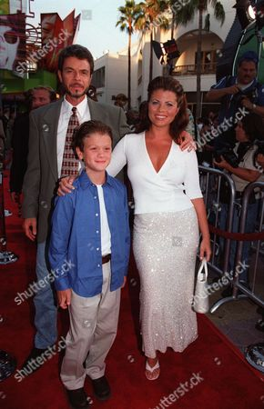 Yasmine Bleeth with dad, Phil Bleeth and brother, Miles,