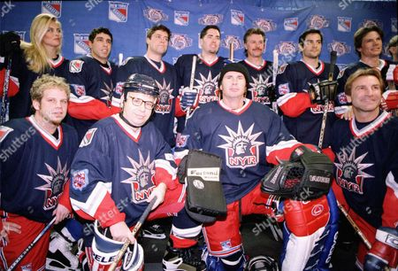 20010107 Madison Square Garden New York City Photo®Keri-Ann Laurito/BEI beiKAL0108-004 The Players for the Superskate 2001 Charity Hockey Event Super Model Kim Alexis, Howard Stern's Gary Dell' Abate, Bare Naked Ladies' Tyler Stewart, Bare Naked Ladies' Ed Robertson,