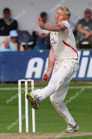 Glen Chapple in bowling action for Lancashire during Essex CCC vs Lancashire CCC, Day Two