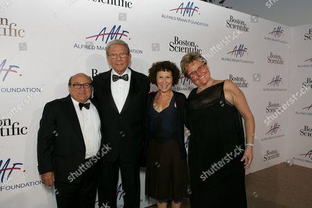 Danny DeVito, Alfred Mann, Rhea Perlman, Claude Mann