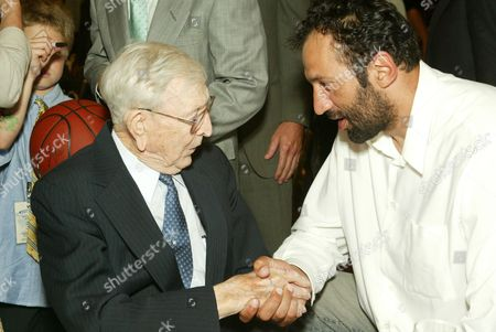 Honoree John Wooden and Vlade Divac
