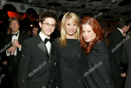 Martin Spanjers, Kaley Cuoco and Amy Davidson