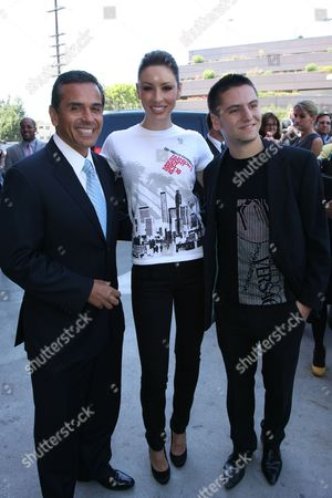 Los Angeles Mayor Antonio Villaraigosa, a model wearing a Fashion Night Out T-shirt and fashion designer Marc Blaskovits
