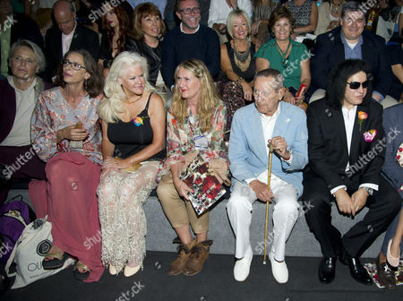 Lucia Dominguin, Paola Dominguin and Shannon Tweed, Elio Berhanyer and Gene Simmons
