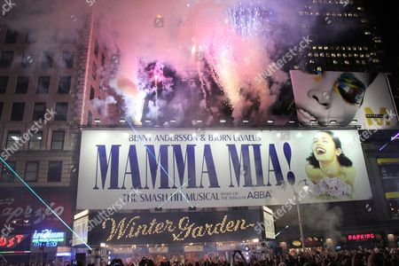 Lisa Brescia and cast performing encore finale superset on Broadway outside