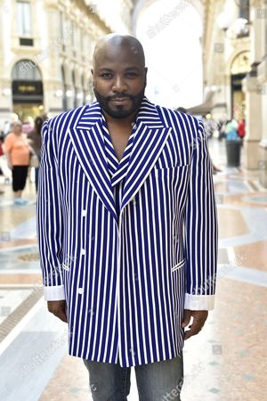 Fashion Designer Franklin Eugene was spotted on the street in Milan wearing the El Mirador Blazer and waist shirt from the Franklin Eugene Shades of Blue Collection (Men's Spring/Summer 2016) which finishes its successful world tour in Milan this week.