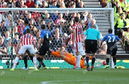 Bournemouth's Dan Gosling scores the equalising goal during the Barclays Premier league  match between Stoke City and Bournemouth played at The Britannia Stadium