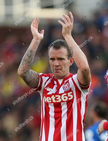 Stoke City's Glenn Whelan during the Barclays Premier league  match between Stoke City and Bournemouth played at The Britannia Stadium
