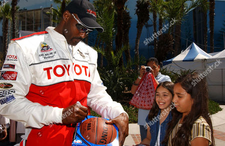 Karl Malone with fans