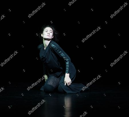 Dancers are: Yabin Wang, Li Chao, Kazutomi Kozuki, Elias Lazaridis, Johnny Lloyd, Fang Yin, Qing Wang. The musicians are: Manjunath B Chandramouli, Barbara Drazkowska, Kaspy Kusosa Kuyubuka, Woojae Park.