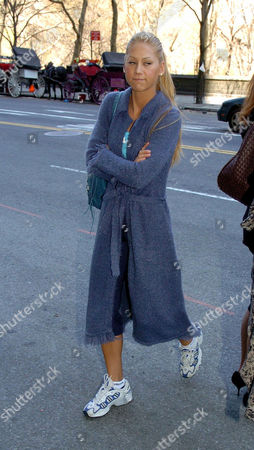 07d326ec882 Anna Kournikova is seen entering her midtown hotel in what appears to be a  periwinkle bathrobe