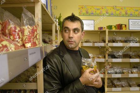 Author Wladimir Kaminer in the Gummi Bear Shop Schoenhauser Allee, Berlin, Deutschland