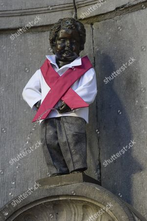 The Manneken-Pis dressed in pink