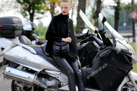 Roos Abels model on Avenue Félix d'Herelle after Celine ready to wear fashion show, SS16 FW15