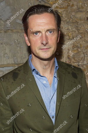 Nicholas Gleaves (Pierre)