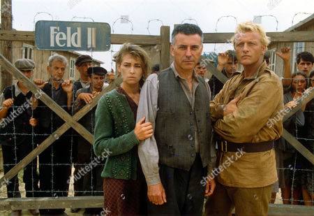 JOANNA PACULA, ALAN ARKIN AND RUTGER HAUER IN 'ESCAPE FROM SOBIBOR' - 1987