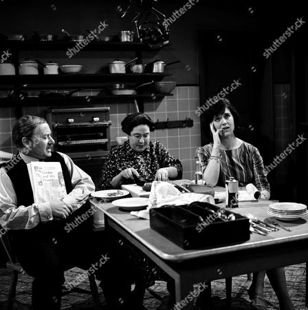 DAVID KOSSOFF, PEGGY MOUNT AND BARBARA MITCHELL IN 'THE LARKINS' - 1964
