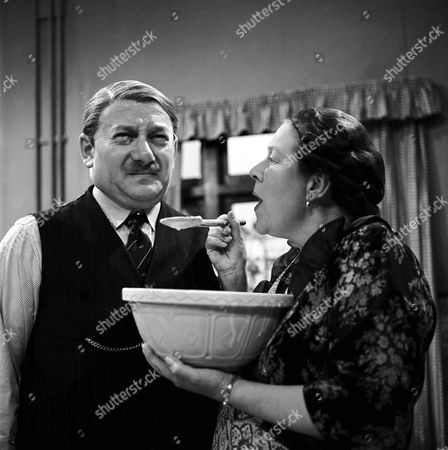 DAVID KOSSOFF AND PEGGY MOUNT IN 'THE LARKINS' - 1964