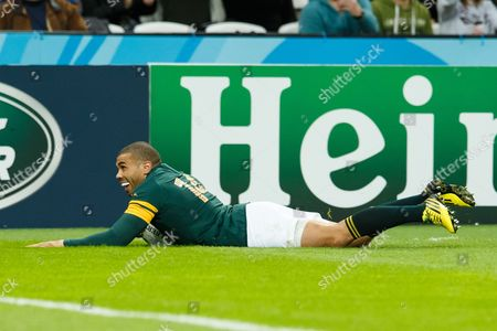 Bryan Habana scores his 3rd try equaling the World Cup record set by Jonah Lomu during the Rugby World Cup 2015 match between South Africa and the USA played at Queen Elizabeth Olympic Stadium, London