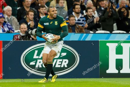 Bryan Habana celebrates scoring his 3rd try equaling the World Cup record set by Jonah Lomu during the Rugby World Cup 2015 match between South Africa and the USA played at Queen Elizabeth Olympic Stadium, London