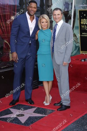 Kelly Ripa (C) with Michael Strahan and Michael Gelman