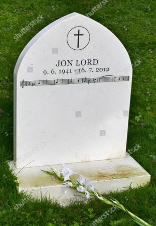 Jon Lord grave and headstone with the music of Smoke on the Water.