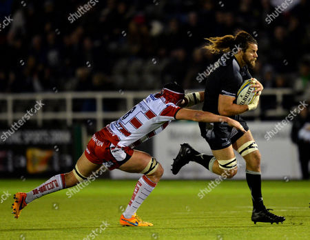 Todd Clever of Newcastle Falcons (right) tries to shake off Lewis Ludlow of Gloucester during the Aviva Premiership match between Newcastle Falcons and Gloucester played at Kingston Park, Newcastle Upon Tyne, on October 16th 2015
