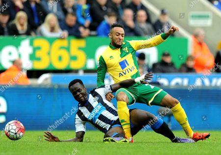 Cheik Tiote of Newcastle United fouls Nathan Redmond of Norwich City during the Barclays Premier League match between Newcastle United and Norwich City played at St. James' Park, Newcastle upon Tyne, on the 18th October 2015