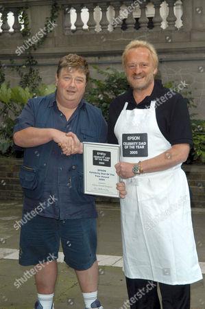 Jonathan 'Jono' Coleman, last year's winner, and Antony Worrall Thompson, winner of the Epson Celebrity Dad of the Year Award 2005