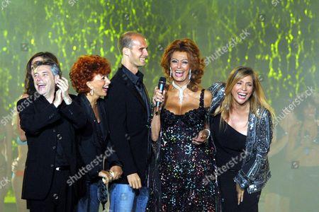 Nino D'Angelo, Maria Scicolone, Edoardo Ponti, Sophia Loren and the presenter of the event Mara Venier