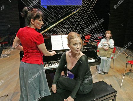 'Three Women and a Piano Tuner' at the Hampstead Theatre - Jane Gurnett, Eleanor David and Phoebe Nicholls