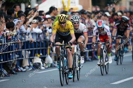 (L to R) Chris Froome (Sky), Fumiyuki Beppu (Trek Factory Racing)