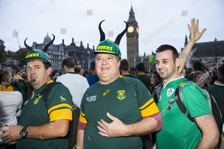 Fans gather in Parliament square wait for Former South African rugby player Francois Pienaar who was taking a morning jog
