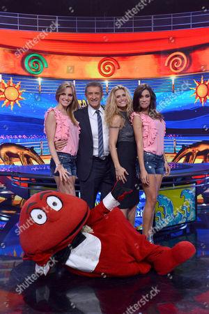 """Milan, Broadcast TV """"Strip the News"""", Channel 5 in the photo: Irene Cioni. Ezio Greggio, Michelle Hunziker, Ludovica Frasca, Gabibbo"""