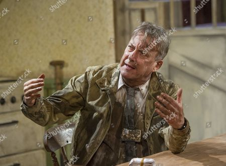 Stephen Tompkinson as Teddy