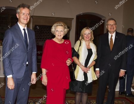 Michel van der Aa, Princess Beatrix with Minister Jet Bussemaker and Ernst Hirsch-Ballin at the presentation