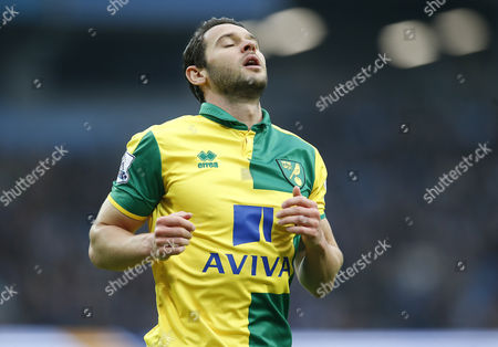 CANARIES MATTHEW JARVIS REACTION TO MISSING  A SHOT ON OPEN GOAL IN 1ST HALF