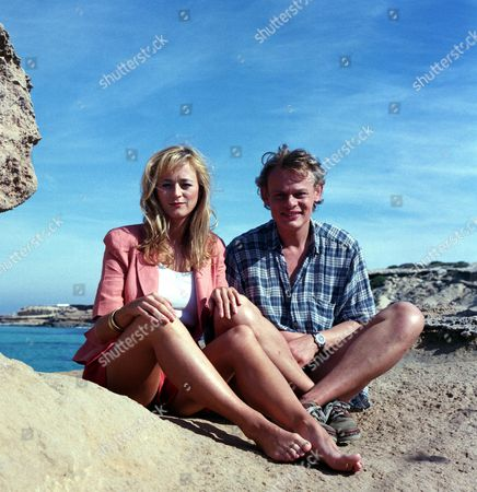 Lizzy McInnerny and Martin Clunes