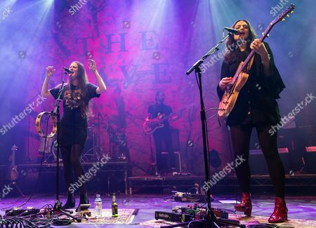 The Staves - Camilla Staveley-Taylor, Jessica Staveley-Taylor