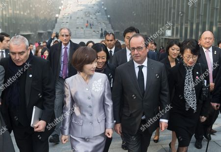 Dominique Perrault, a guest and Francois Hollande visiting the Ewha Women's University