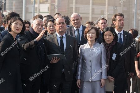 Dominique Perrault and Francois Hollande visiting the Ewha Women's University