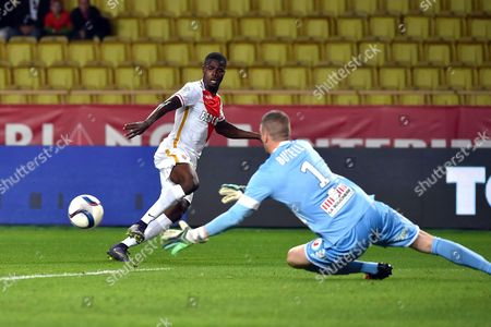 Elderson Echiejile (R) of Monaco and Ludovic Butelle of Angers