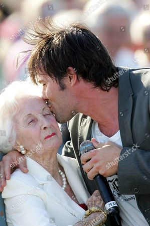 Princess Lilian being kissed by singer Martin Stenmarck