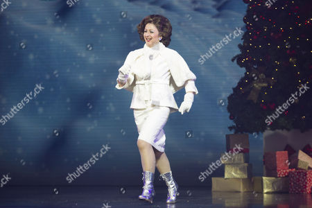 Jessica Martin (Emily Hobbs) during the curtain call