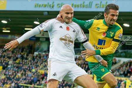 Jonjo Shelvey of Swansea City grabs Gary O'Neil of Norwich City between the legs - Norwich City v Swansea City, Barclays Premier League, Carrow Road, Norwich. 07.11.15.